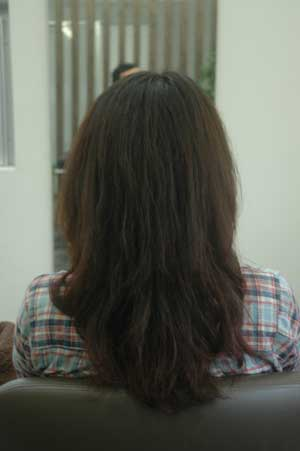 沖縄県宜野湾市美容室stylista|伸びたパーマを生かしてお姉さんスタイル。1