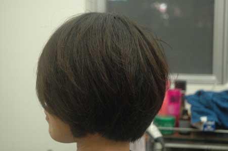 沖縄県宜野湾市美容室stylista|丸みのある前下がりショートボブ。2