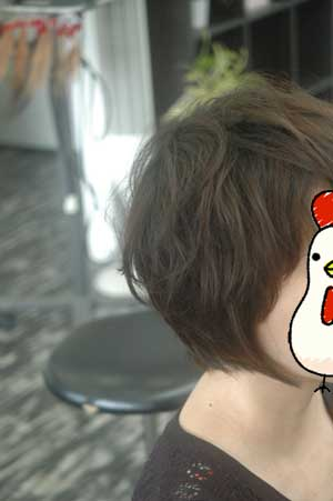 沖縄県宜野湾市美容室stylista|くせ毛の前下がりのショートボブ。2